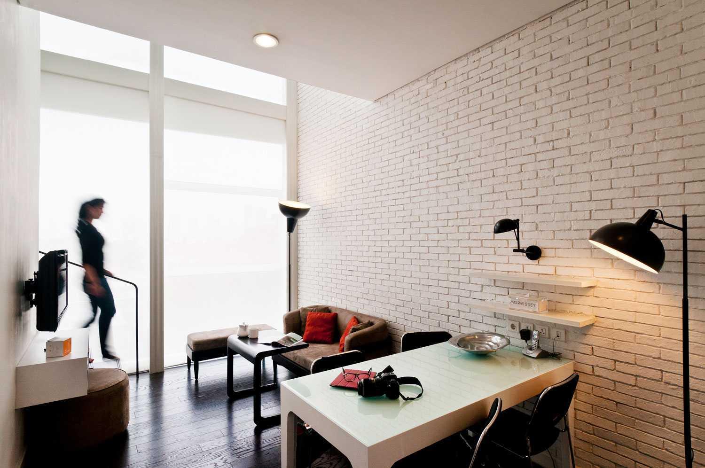 Foto inspirasi ide desain ruang keluarga Living room oleh Aboday Architect di Arsitag