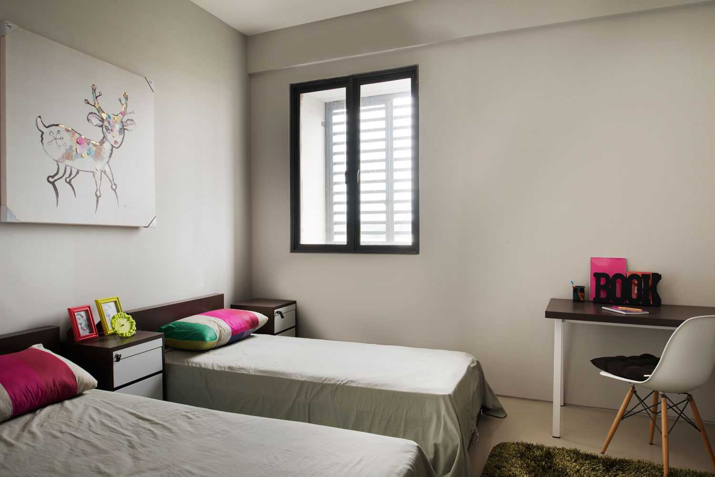 Foto inspirasi ide desain kamar tidur minimalis Bedroom oleh Aboday Architect di Arsitag