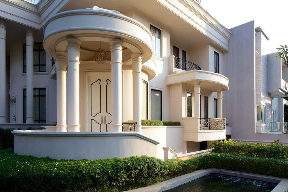 Foto inspirasi ide desain rumah kontemporer Front view oleh VIN•DA•TE di Arsitag