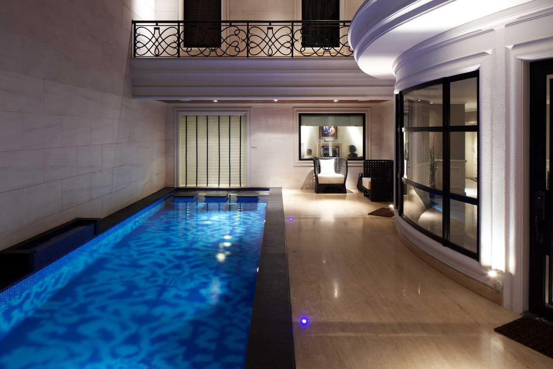 Foto inspirasi ide desain kolam kontemporer Swimming pool oleh VIN•DA•TE di Arsitag