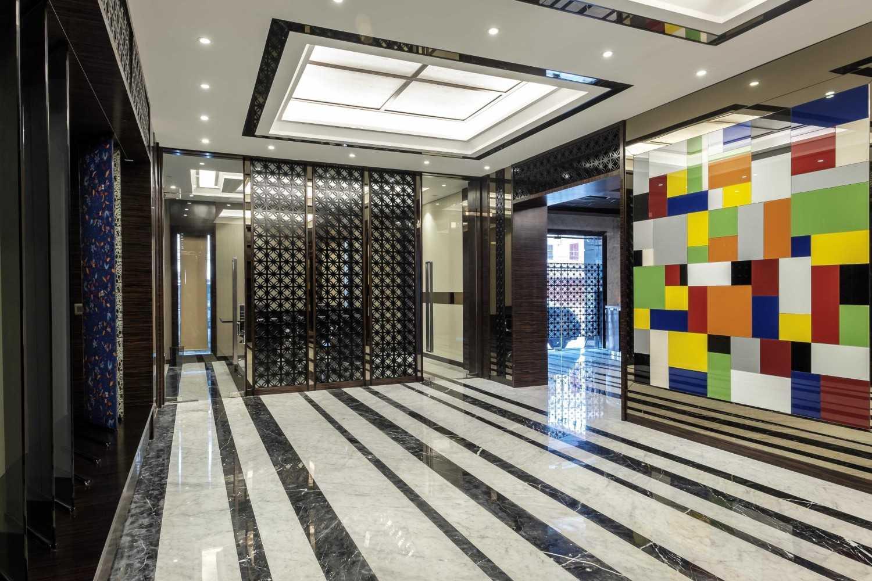 Foto inspirasi ide desain lobby kontemporer Lobby area oleh VIN•DA•TE di Arsitag