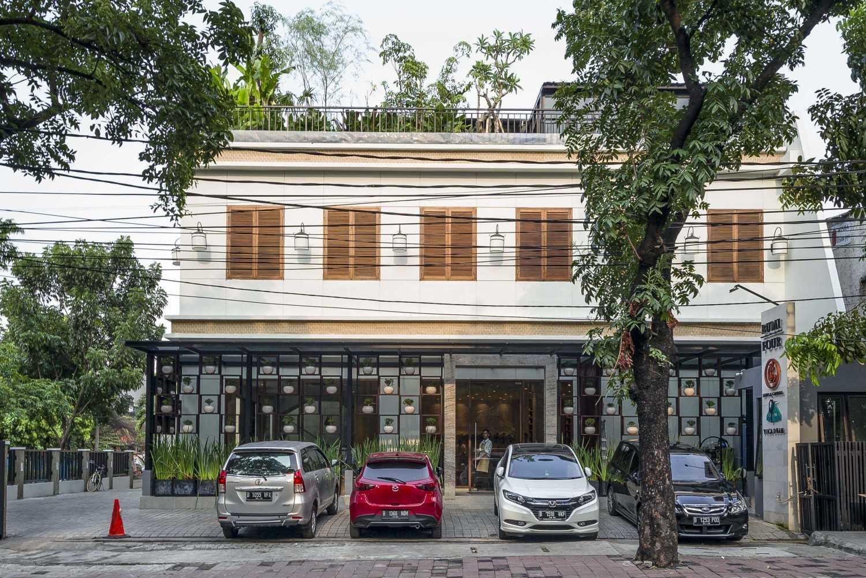 Vin•da•te Lewis  & Carrol  High  Tea Jakarta, Indonesia Jakarta, Indonesia Front View Tropical 15774