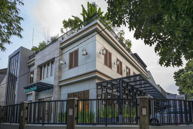 Vin•da•te Lewis  & Carrol  High  Tea Jakarta, Indonesia Jakarta, Indonesia Side View Tropis 15776