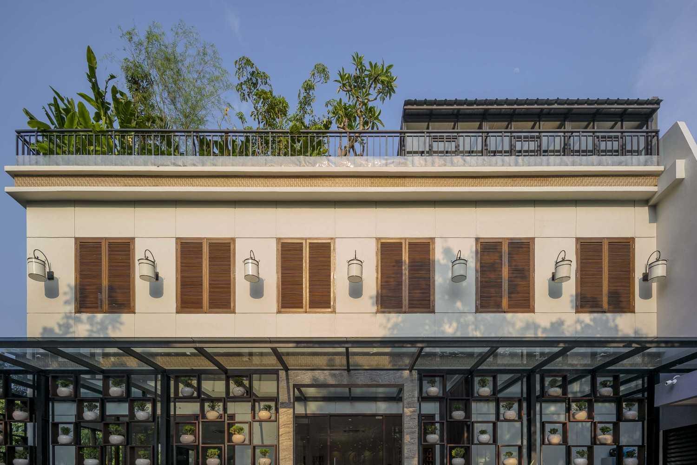 Vin•da•te Lewis  & Carrol  High  Tea Jakarta, Indonesia Jakarta, Indonesia Exterior Details Tropis 15779