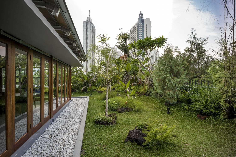 Foto inspirasi ide desain taman Garden oleh VIN•DA•TE di Arsitag