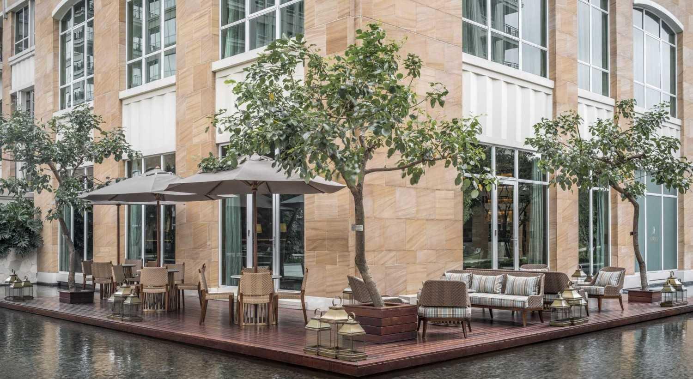 Foto inspirasi ide desain restoran kontemporer Outdoor area oleh VIN•DA•TE di Arsitag