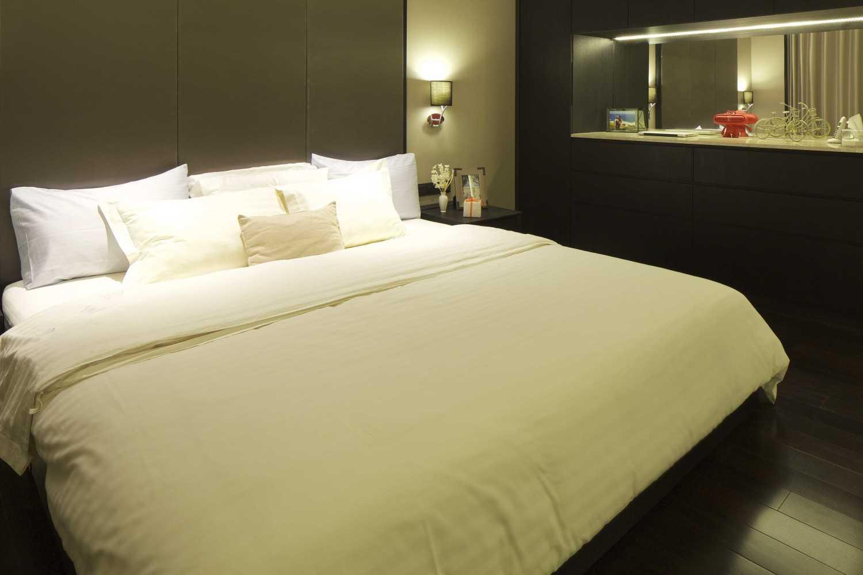 Foto inspirasi ide desain apartemen kontemporer Bedroom oleh VIN•DA•TE di Arsitag