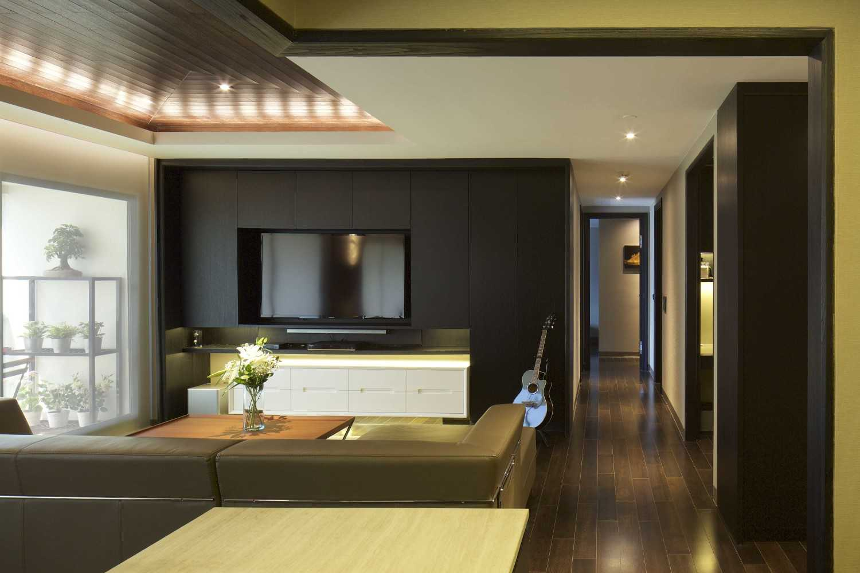 Foto inspirasi ide desain ruang keluarga modern Livingroom oleh VIN•DA•TE di Arsitag