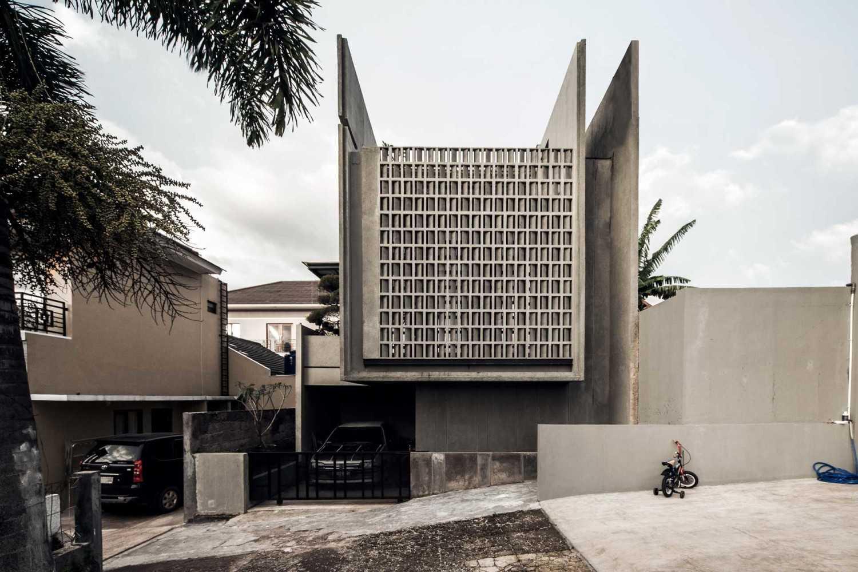 Eben The Mighty Mini - Conformable Minimax House Bandung Bandung Front-Elevation-Leo-Kawun  16109