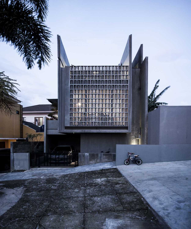 Eben The Mighty Mini - Conformable Minimax House Bandung Bandung Front-Elevation-4Ab-Leo-Kawun  16111