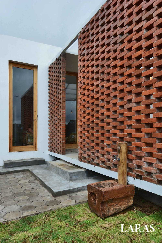 Eben White Perforated Brick House Bandung Bandung Exterior Details Modern,tropis 29645