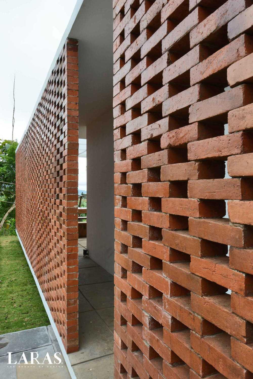 Foto inspirasi ide desain pintu masuk tropis Entrance oleh eben di Arsitag