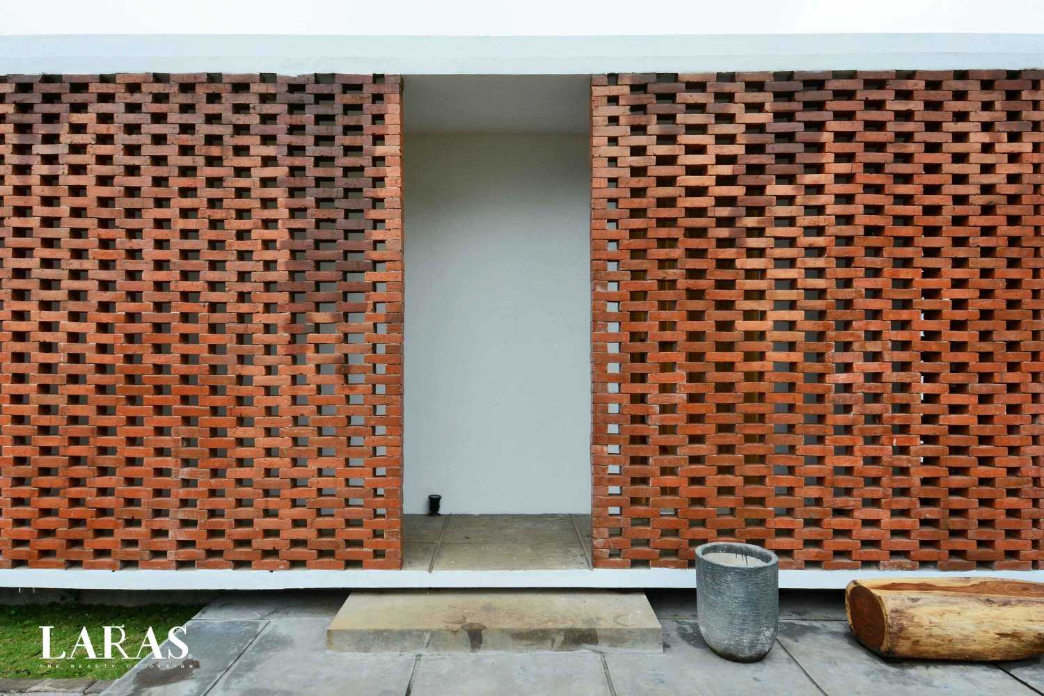 Eben White Perforated Brick House Bandung Bandung Entrance Modern,tropis 29655