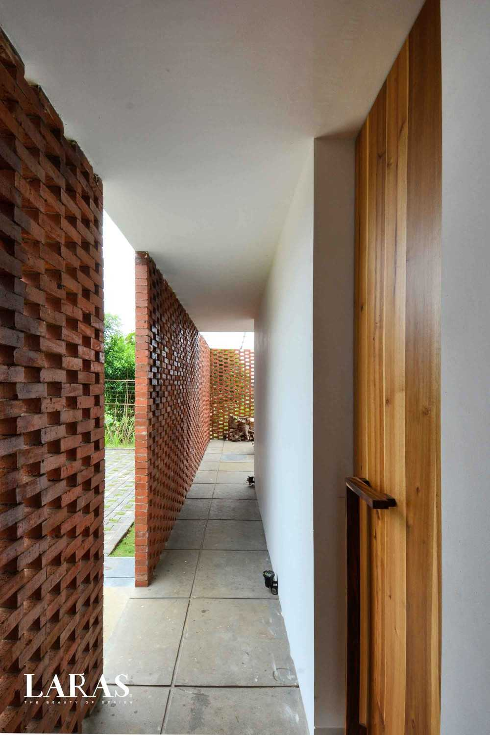 Eben White Perforated Brick House Bandung Bandung Corridor Modern,tropis 29659