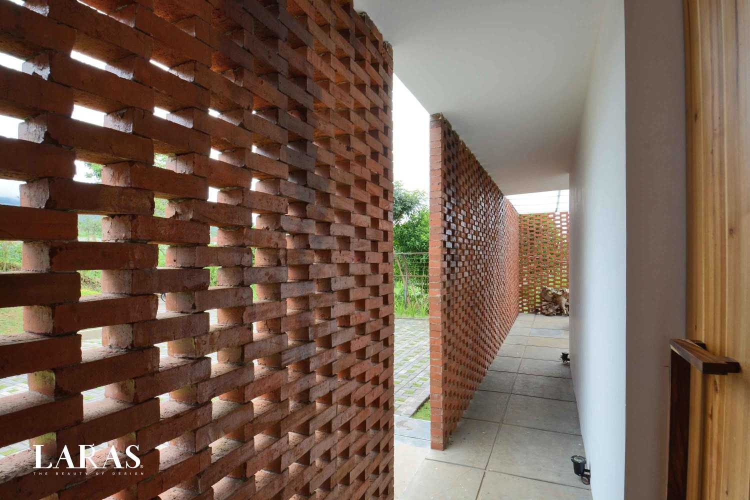 Eben White Perforated Brick House Bandung Bandung Corridor Modern,tropis 29660