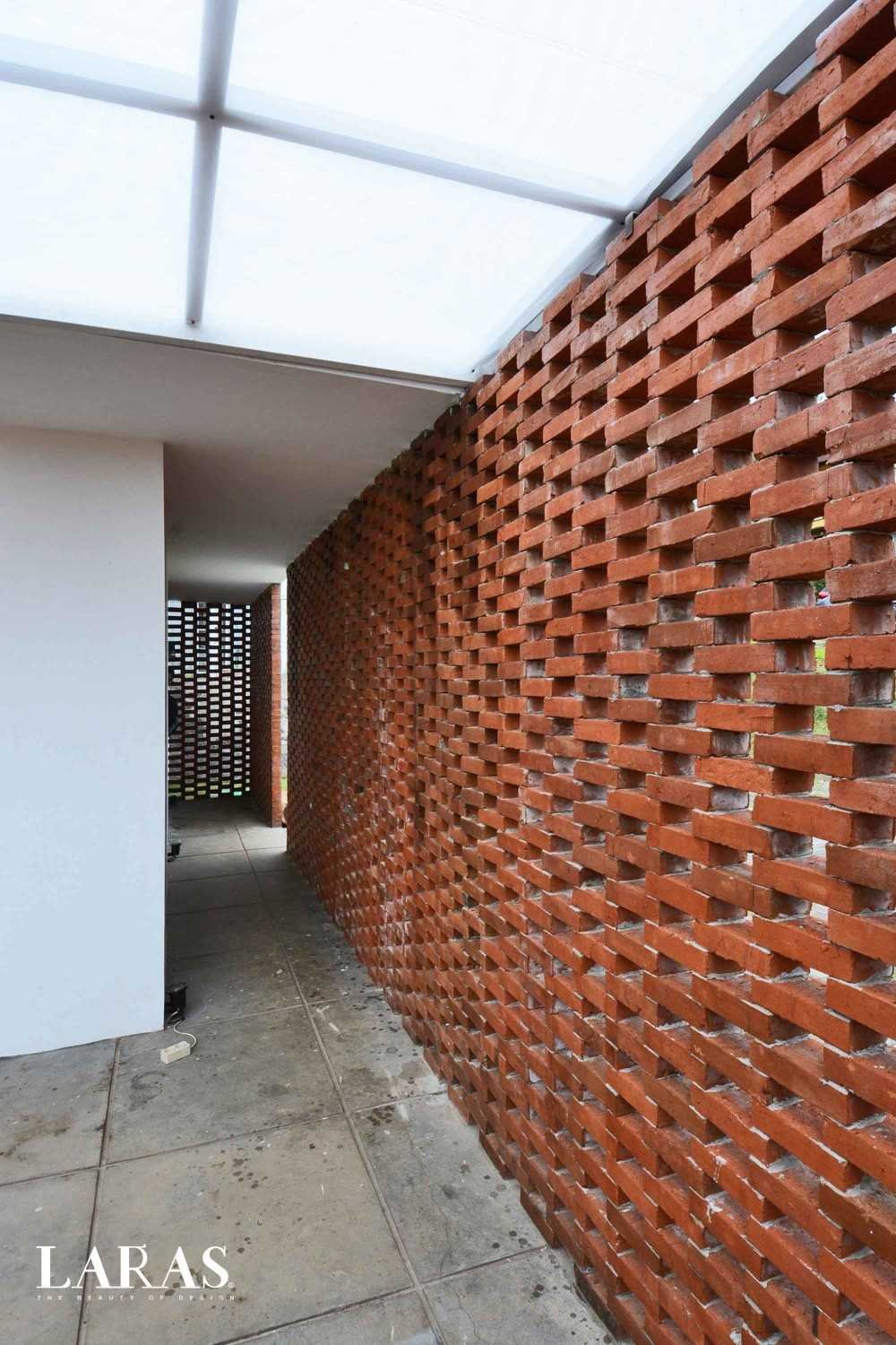 Eben White Perforated Brick House Bandung Bandung Corridor Modern,tropis 29661