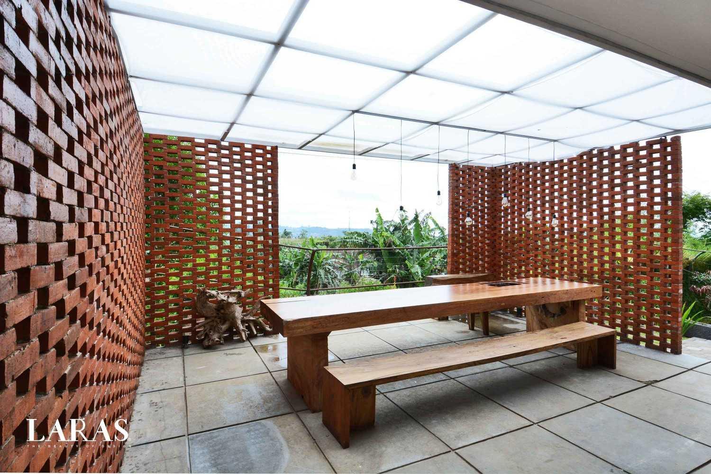 Eben White Perforated Brick House Bandung Bandung Dining Room Modern,tropis 29662