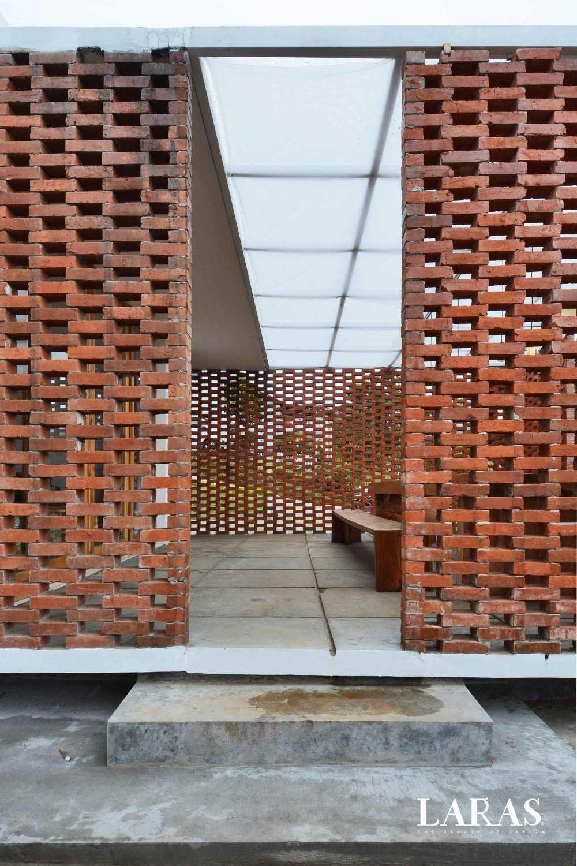 Eben White Perforated Brick House Bandung Bandung Dining Room Entrance Modern,tropis 29665