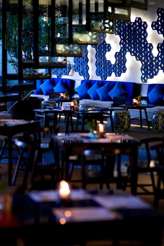 Foto inspirasi ide desain retail minimalis Seating area oleh MINT-DS di Arsitag