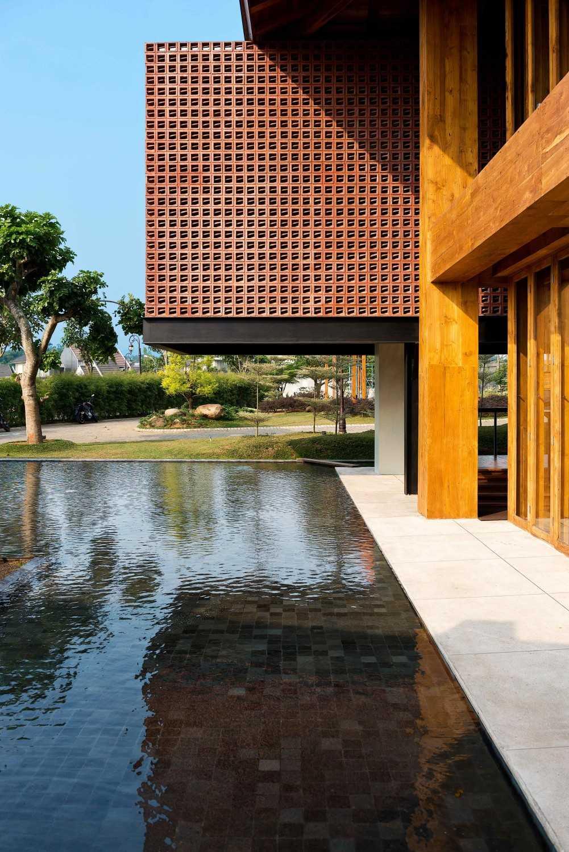 Foto inspirasi ide desain kolam Pond oleh MINT-DS di Arsitag