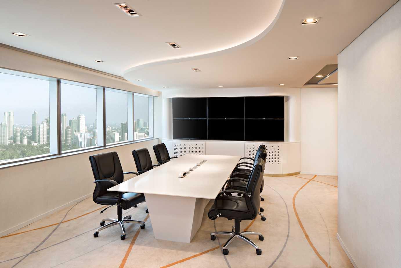 Foto inspirasi ide desain ruang meeting kontemporer Meeting room oleh PT Asa Adiguna di Arsitag