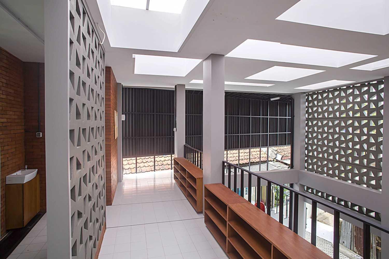 Psa Studio Musholla Nurul Islam Depok, West Java,  Indonesia Depok, West Java,  Indonesia Shoe-Rack  16477