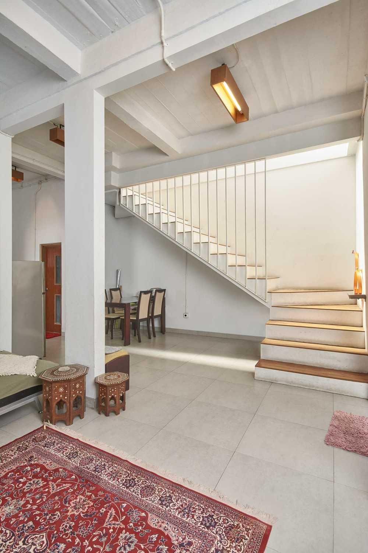 Psa Studio Rumah Cempaka Putih Jakarta, Indonesia Jakarta, Indonesia Stairs  16515
