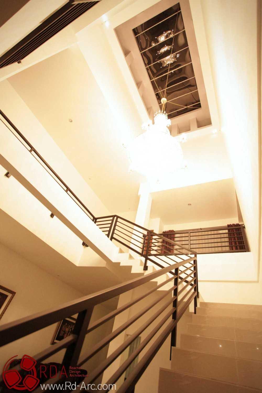 Farid  Rachmansyah Tropical Cube Grand City Regency Surabaya Grand City Regency Surabaya Stairs And Ceiling Tropis 16841
