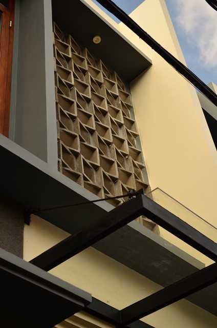 Mki Kt House Jakarta Timur Jakarta Timur Bathroom Wall Detail Modern 17061