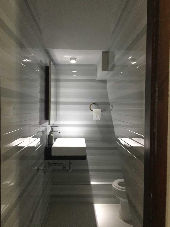 Mki Bw House Lubang Buaya, Jakarta Timur Lubang Buaya, Jakarta Timur Toilet Bawah Tangga Modern 40347