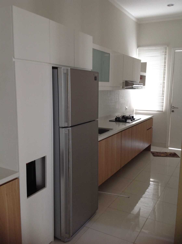R-E Design Minimalist Residence Bintaro Bintaro Kitchen Minimalis 19500