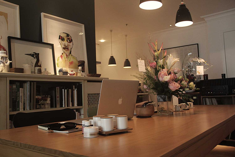 Foto inspirasi ide desain ruang kerja skandinavia Img3836-e oleh DX Interior & Architecture di Arsitag