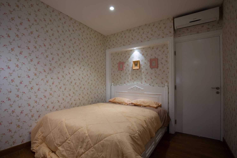 Foto inspirasi ide desain kamar tidur klasik Bedroom-a-1 oleh DX Interior & Architecture di Arsitag
