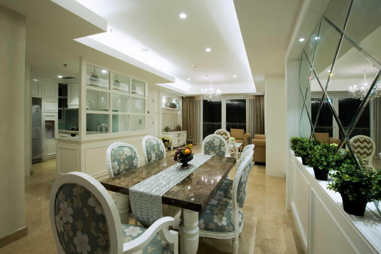 Foto inspirasi ide desain ruang makan klasik Dining-area oleh DX Interior & Architecture di Arsitag