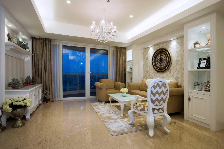 Foto inspirasi ide desain ruang keluarga klasik Livingroom oleh DX Interior & Architecture di Arsitag