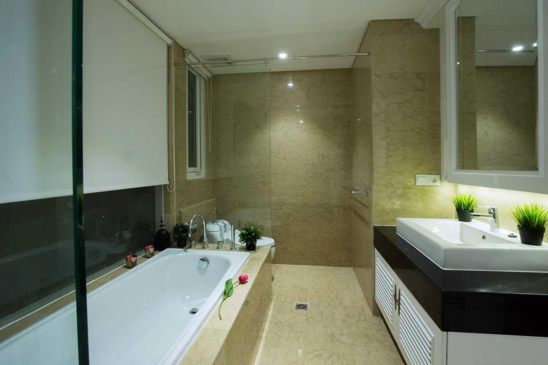Foto inspirasi ide desain kamar mandi klasik Master-bathroom oleh DX Interior & Architecture di Arsitag