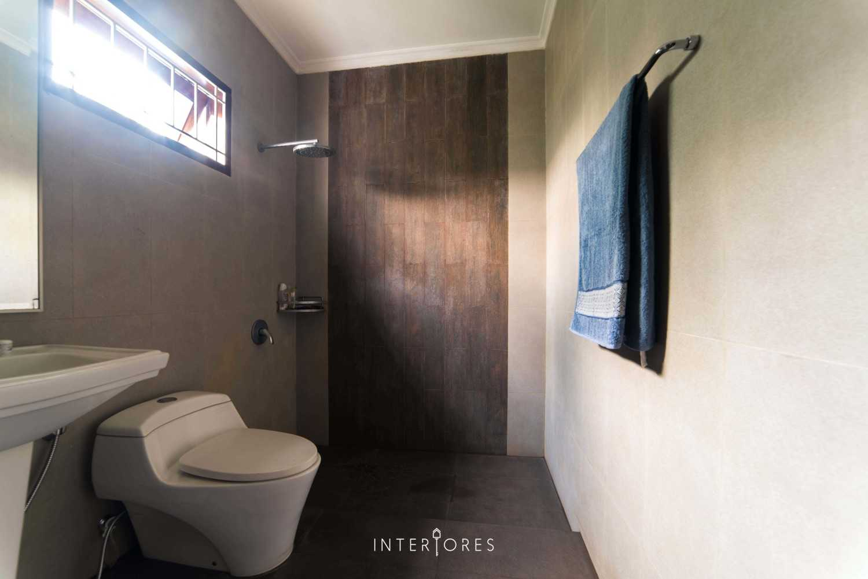 Interiores Interior Consultant & Build Greta 90 Bintaro Bintaro Bathroom Kontemporer 17674