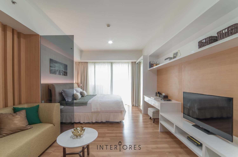 Interiores Interior Consultant & Build Studio 06C3 Kemang Village, Jakarta Selatan Kemang Village, Jakarta Selatan Bedroom And Livingroom Modern 17692