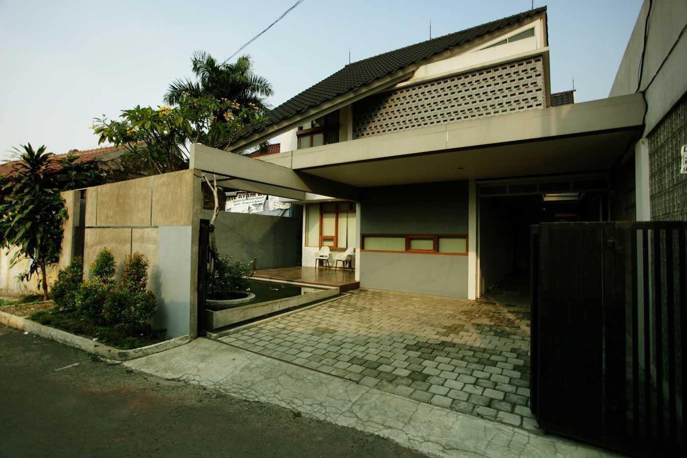 Armeyn Ilyas Doctor House Kelapa Dua Wetan, Ciracas, East Jakarta City, Jakarta, Indonesia Jakarta Front View Modern 17742