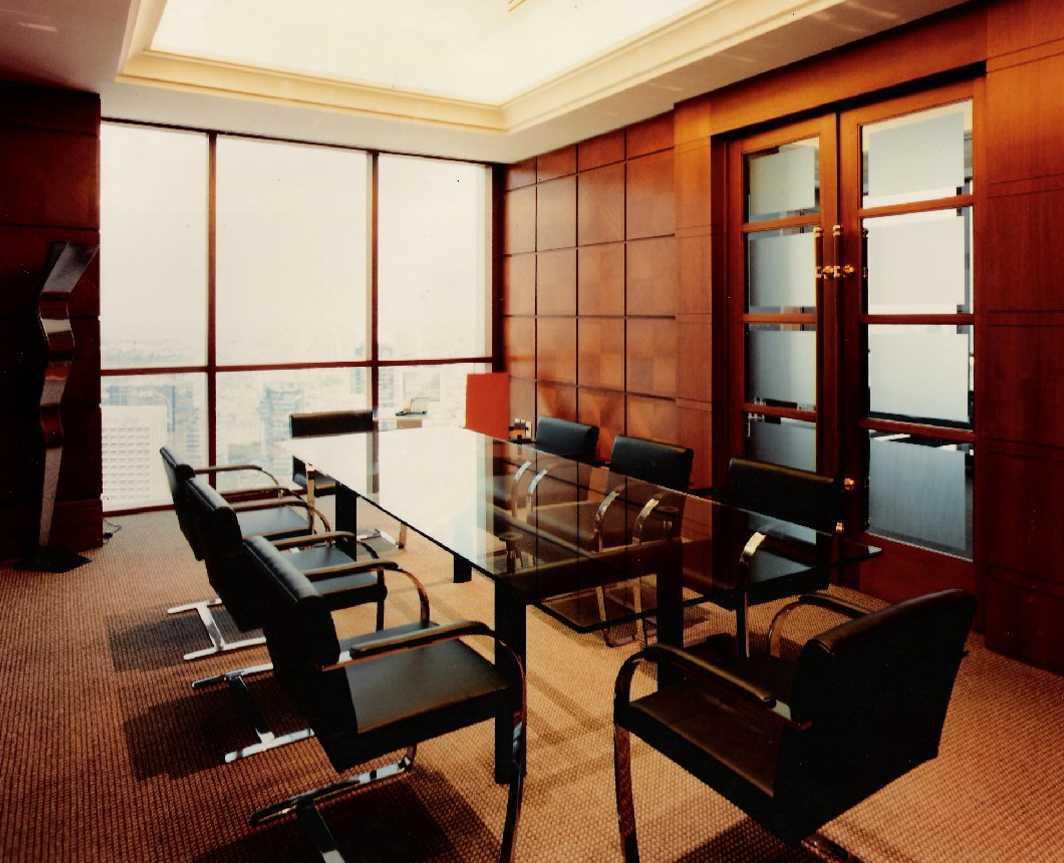 Foto inspirasi ide desain ruang meeting kontemporer Vvip meeting room oleh Kurniadi Sugiarta di Arsitag