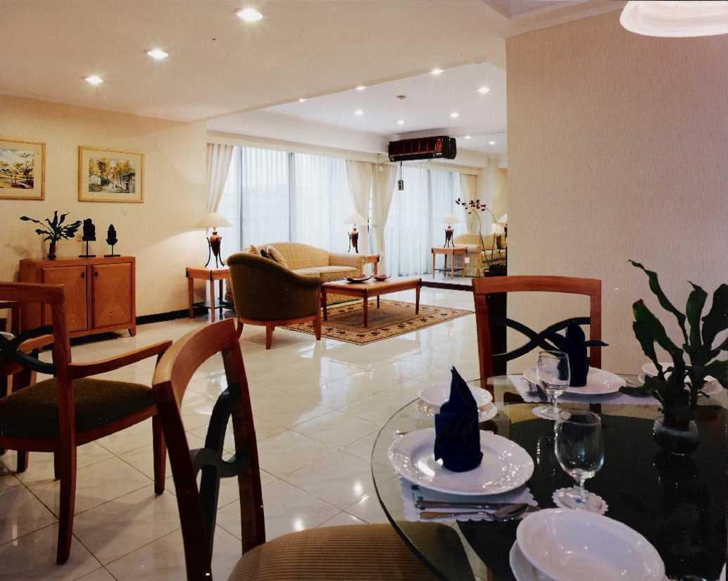 Kurniadi Sugiarta Four Season Apartment Jakarta Jakarta Dining To Living View Kontemporer 22660