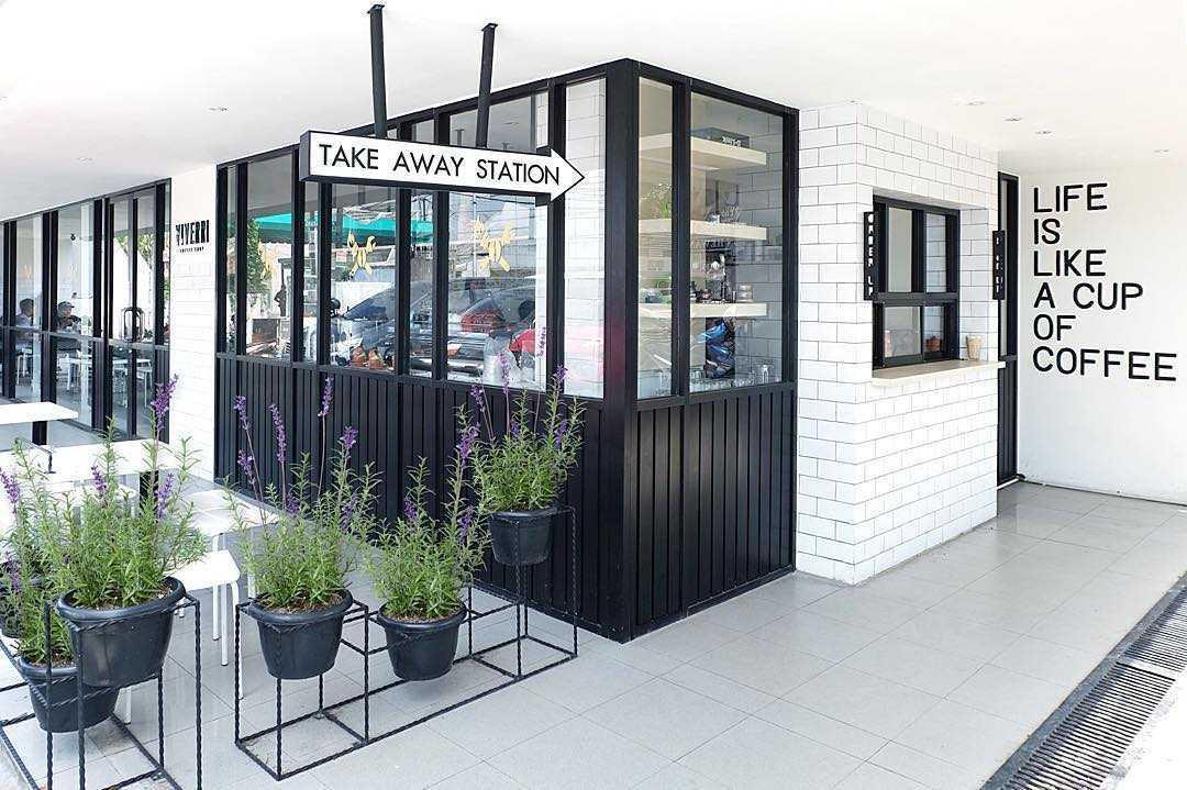 Foto inspirasi ide desain exterior skandinavia Exterior view oleh SOSEKI DESIGN STUDIO di Arsitag