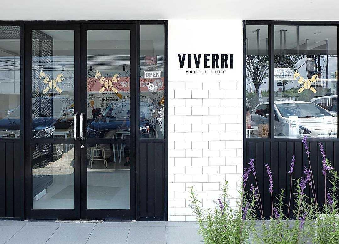 Foto inspirasi ide desain pintu masuk minimalis Front view oleh SOSEKI DESIGN STUDIO di Arsitag