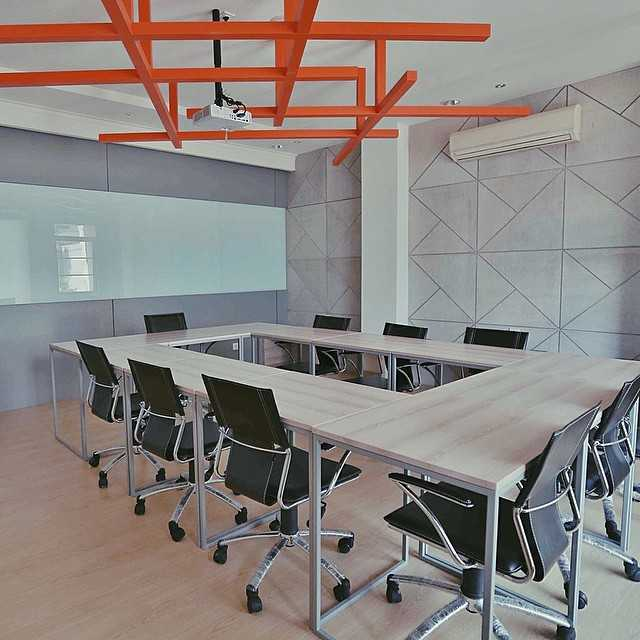 Foto inspirasi ide desain ruang meeting skandinavia Anaya-group-3 oleh SOSEKI DESIGN STUDIO di Arsitag