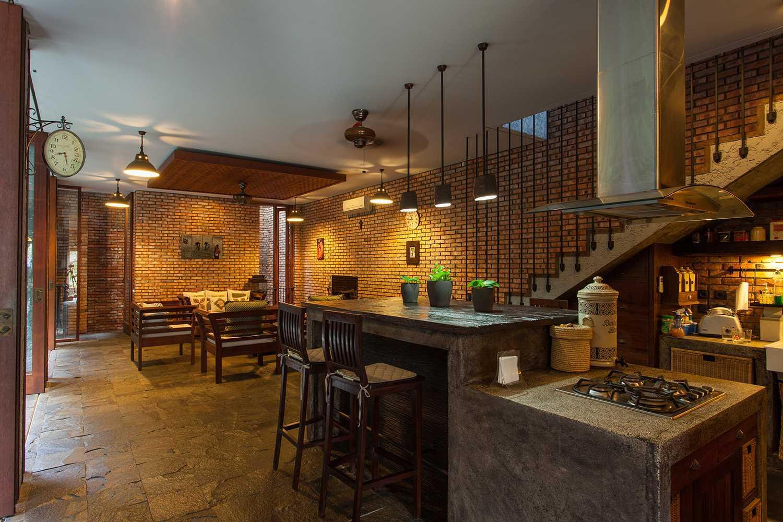 Foto inspirasi ide desain dapur tropis Dining room oleh i n s p i r a t i o di Arsitag