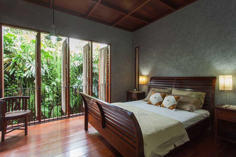 Foto inspirasi ide desain kamar tidur tropis Bedroom oleh i n s p i r a t i o di Arsitag