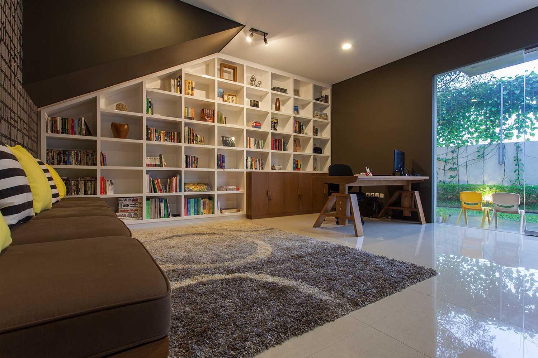 Foto inspirasi ide desain perpustakaan Library oleh i n s p i r a t i o di Arsitag