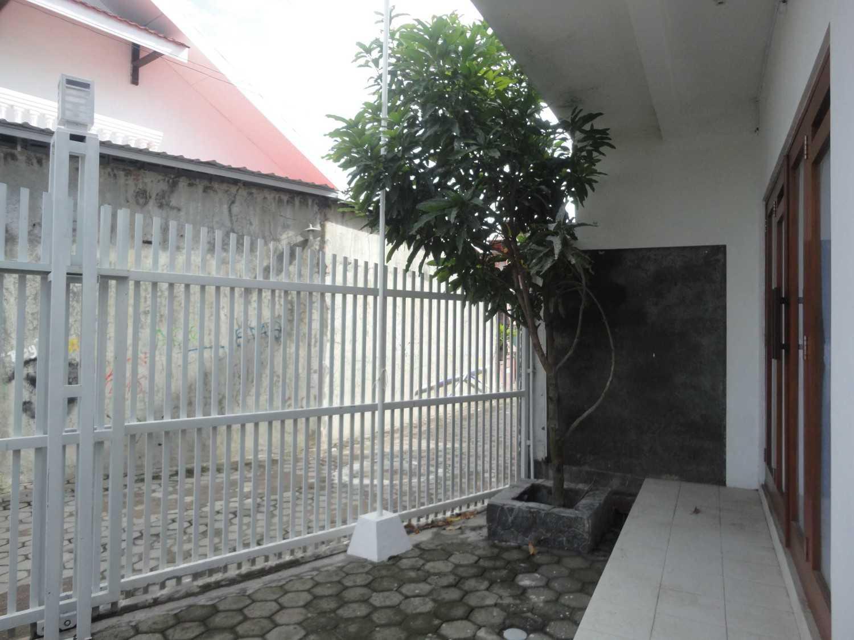 Studioindoneosia Rumah Gandeng Bantul Regency, Special Region Of Yogyakarta, Indonesia Jalan Janti Raya, Gg Jomblang-Jalan Sengon, Bantul, Yogyakarta Terrace  19322