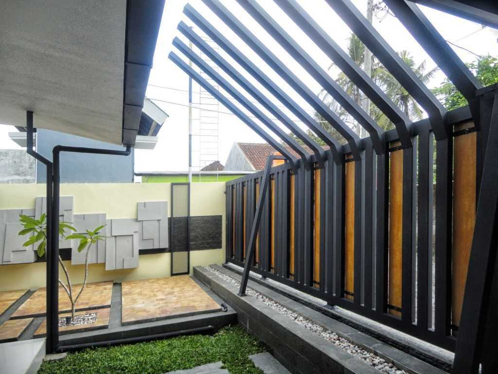 Indoneosian Architect Rumah Sentralungu (Renovasi) Cebongan, Sleman, Yogyakarta Cebongan, Sleman, Yogyakarta Terrace  19822