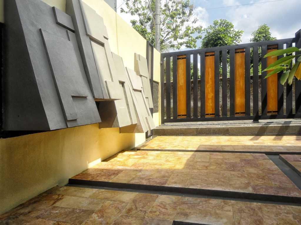 Indoneosian Architect Rumah Sentralungu (Renovasi) Cebongan, Sleman, Yogyakarta Cebongan, Sleman, Yogyakarta Eksterior  19824